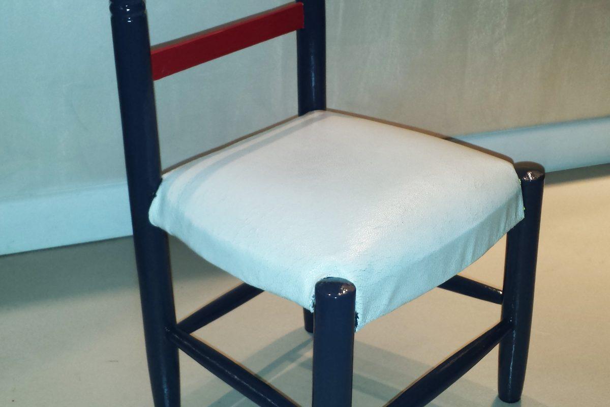 chaise pour enfant cr ation de meubles en bois sur mesure. Black Bedroom Furniture Sets. Home Design Ideas