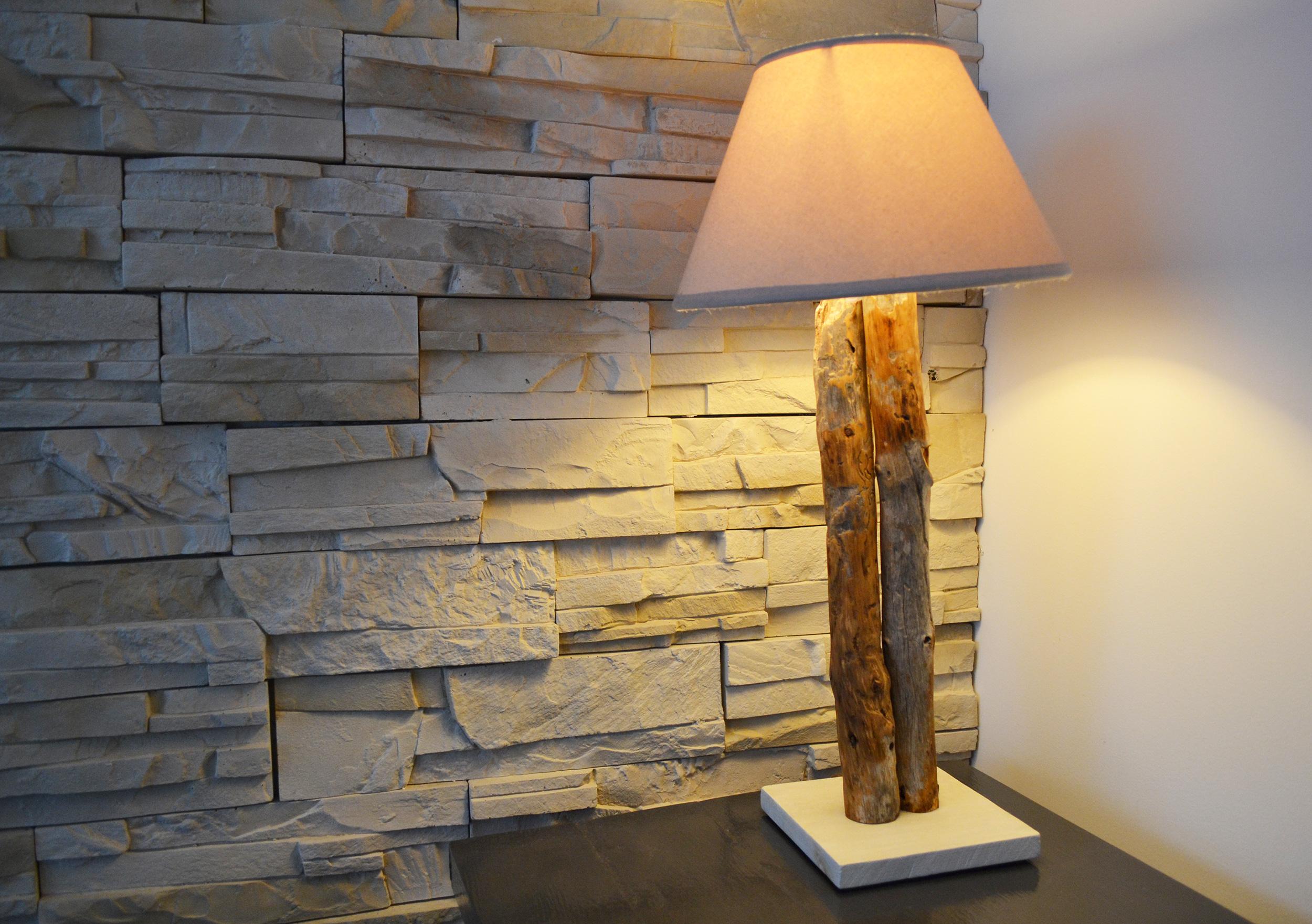 petite lampe bois flott art et cr ation de meubles. Black Bedroom Furniture Sets. Home Design Ideas