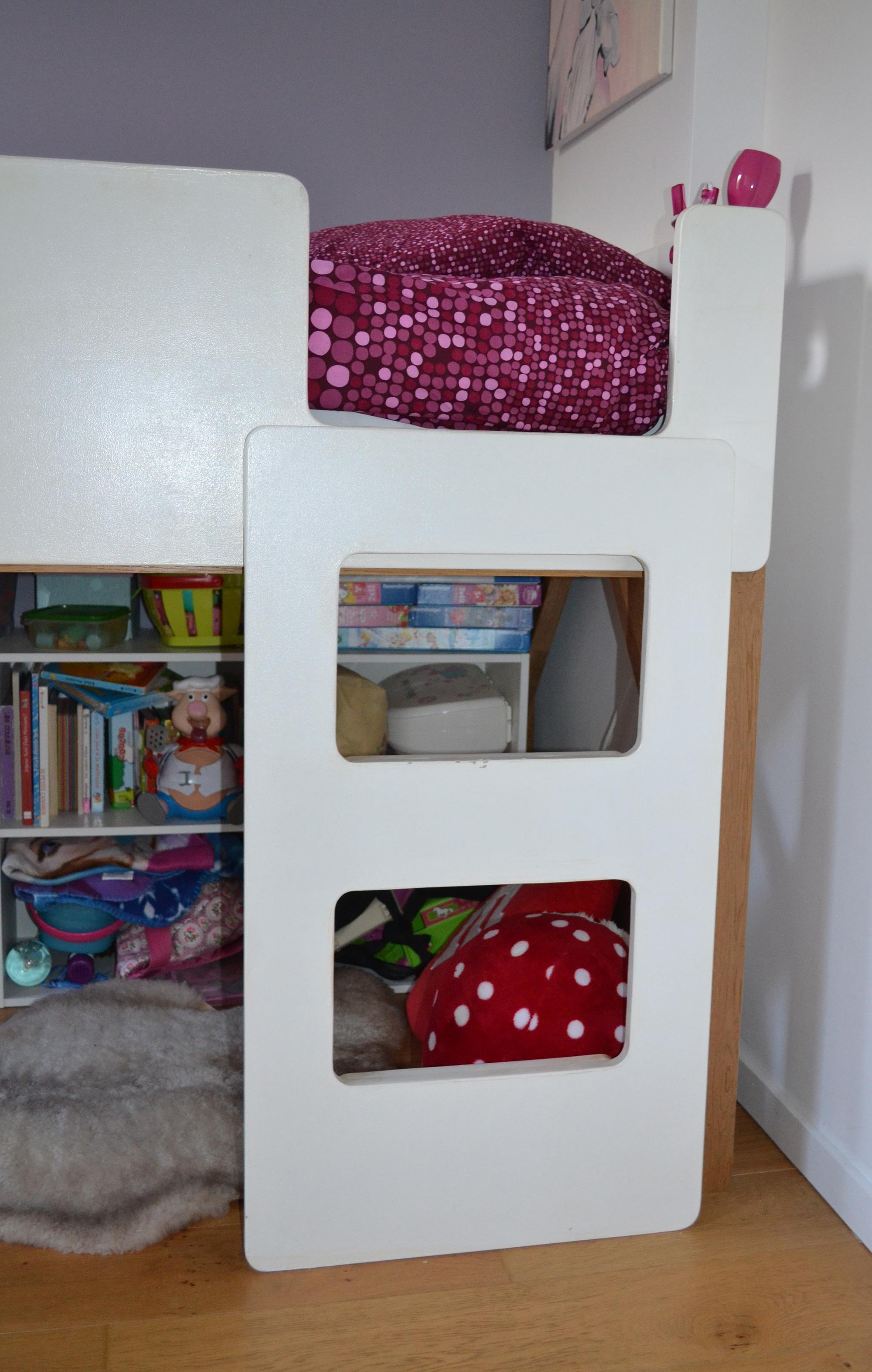 chelle lit enfant sur lev cr ation de meubles en bois sur mesure. Black Bedroom Furniture Sets. Home Design Ideas