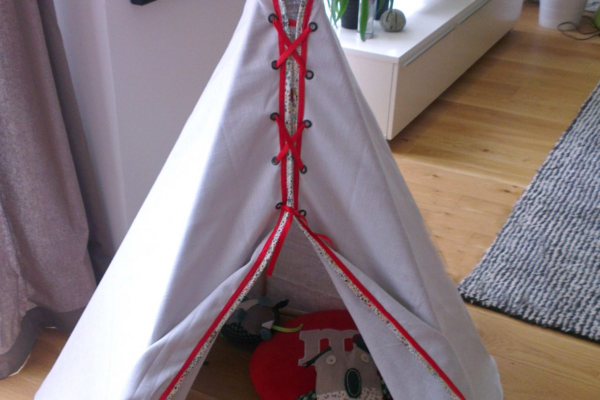 tente tipi pour enfant cr ation de meubles en bois sur mesure. Black Bedroom Furniture Sets. Home Design Ideas
